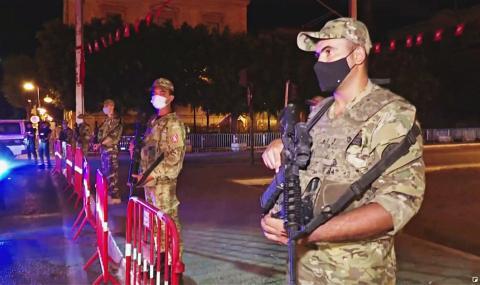 В Тунисе на месяц ввели комендантский час из-за политического кризиса