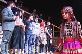 Путешествие Маленькой Амаль: кукла пройдёт 8000 км через восемь стран