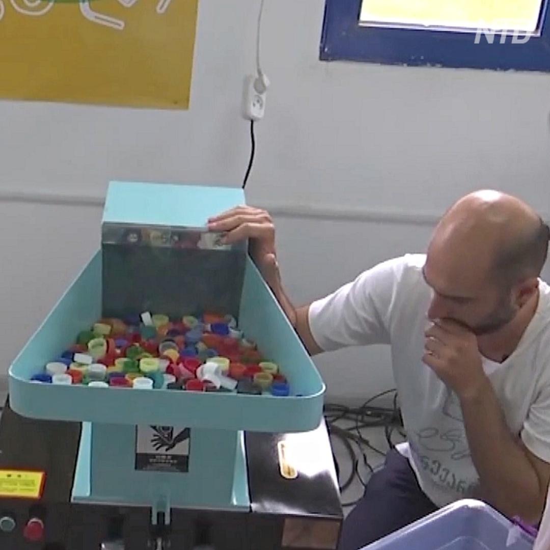 Грузинский стартап делает USB-зарядки из крышек от бутылок