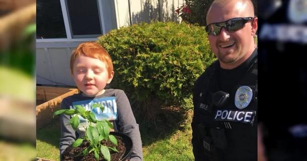 Какой сюрприз получил малыш от полиции