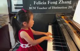 Вундеркинд: 4-летняя пианистка готовится покорить мировые сцены