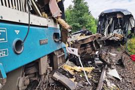 Трое погибших, десятки пострадавших: в Чехии выясняют причину столкновения двух пассажирских поездов