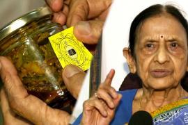 Индийская бабушка готовит и продаёт пикули, чтобы помочь нуждающимся