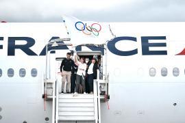 Олимпийский флаг прилетел в Париж