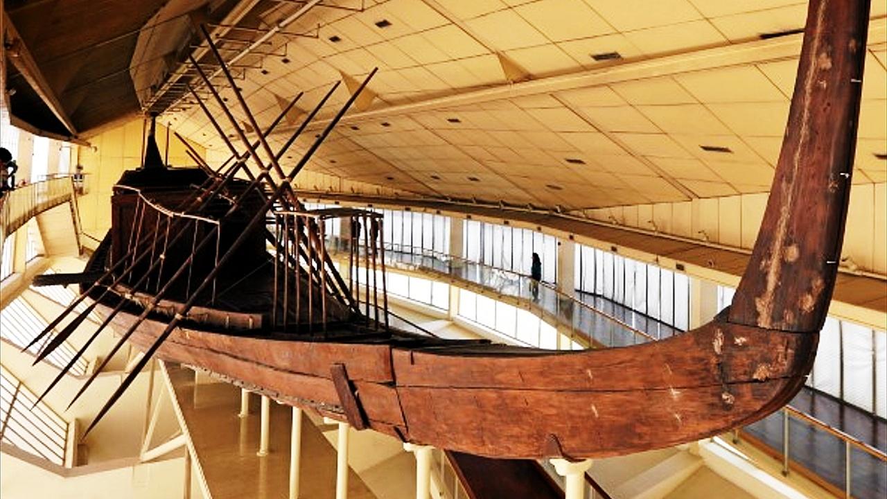 Солнечную ладью фараона Хеопса перевезли с плато Гиза в Большой Египетский музей