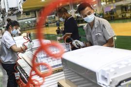 Экономика Китая – под давлением из-за резкого спада в промышленности и розничных продажах