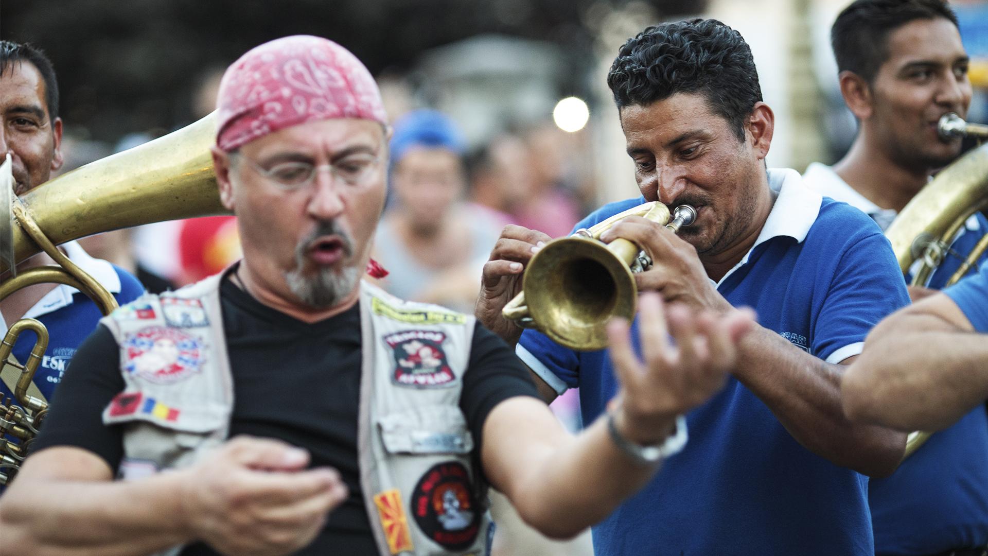 Громко и весело: как проходит фестиваль духовых оркестров в Сербии