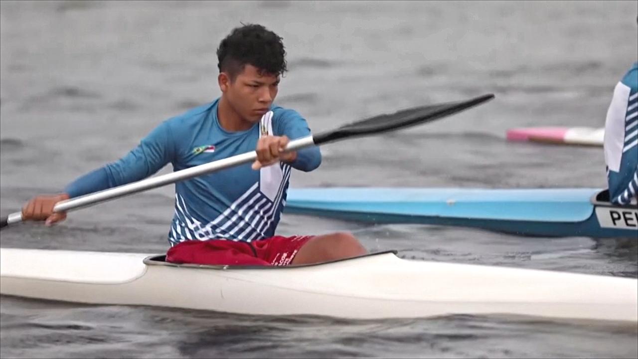Бразильский чемпион-каноист вдохновил детей-аборигенов заниматься греблей