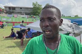 Голодные гаитяне пришли к аэропорту требовать гуманитарную помощь