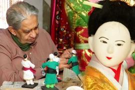 Бывший индийский инженер уже 30 лет делает красочных кукол
