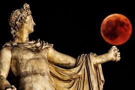 Греческие музеи работали допоздна в честь осетровой луны