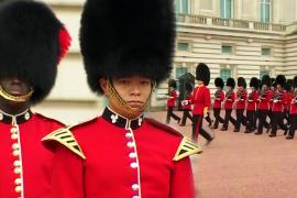 Церемонию смены караула у Букингемского дворца провели впервые с начала пандемии