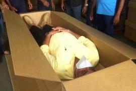 На Шри-Ланке делают картонные гробы из-за роста смертей от COVID-19