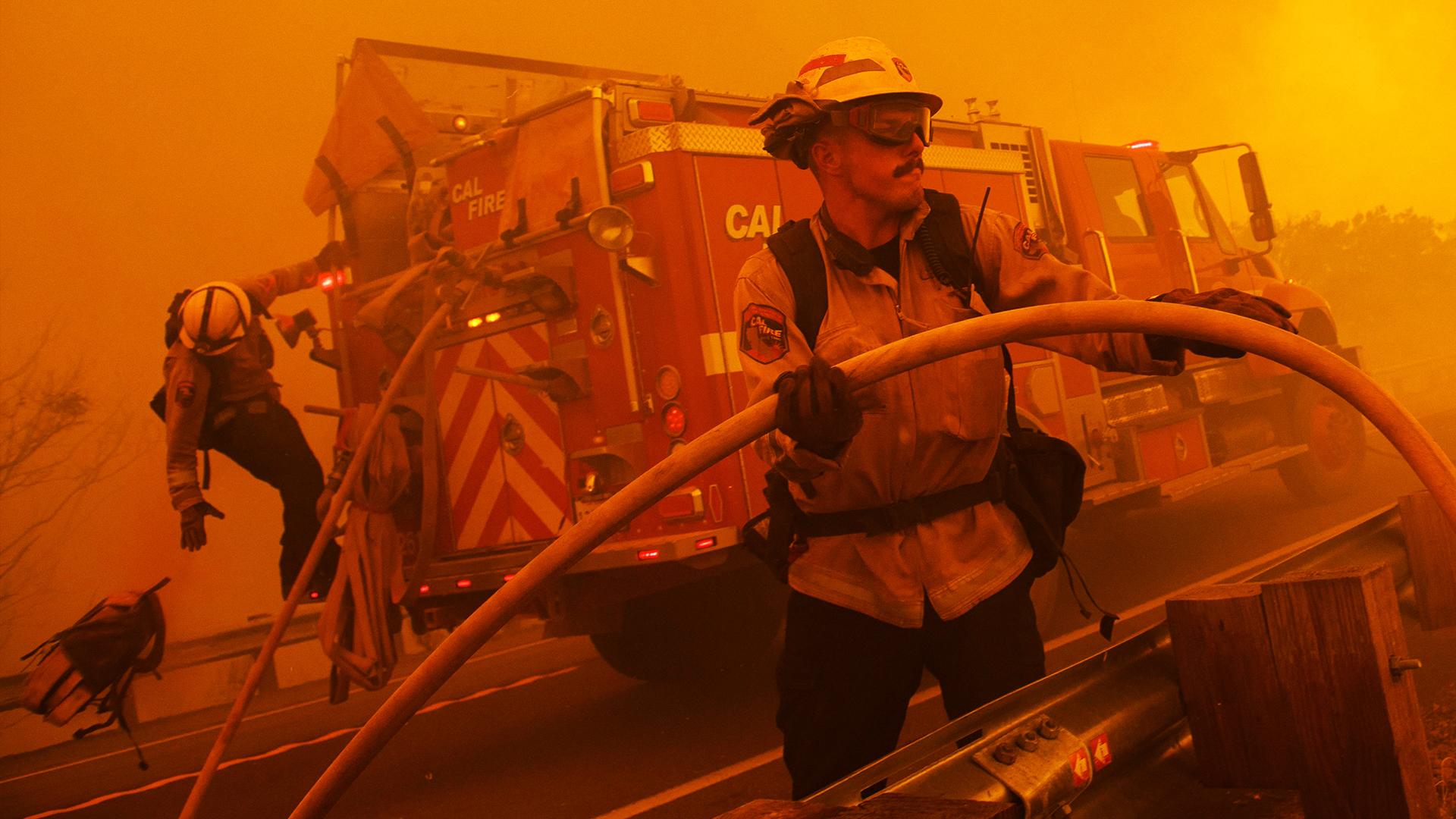 Калифорния в огне: погода пока на стороне людей