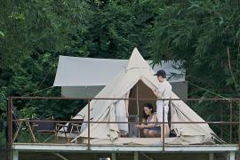 Палатка с кондиционером: гонконгцы полюбили роскошный отдых на природе