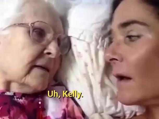 2 2 - Видео общения 87-летней женщины с дочерью стало вирусным