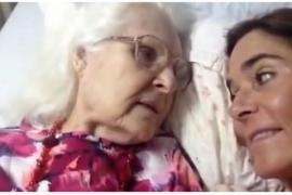 Видео общения 87-летней женщины с дочерью стало вирусным