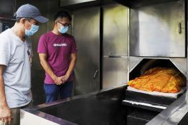 Кремация или на свалку: как в Гонконге питомцев отправляют в последний путь