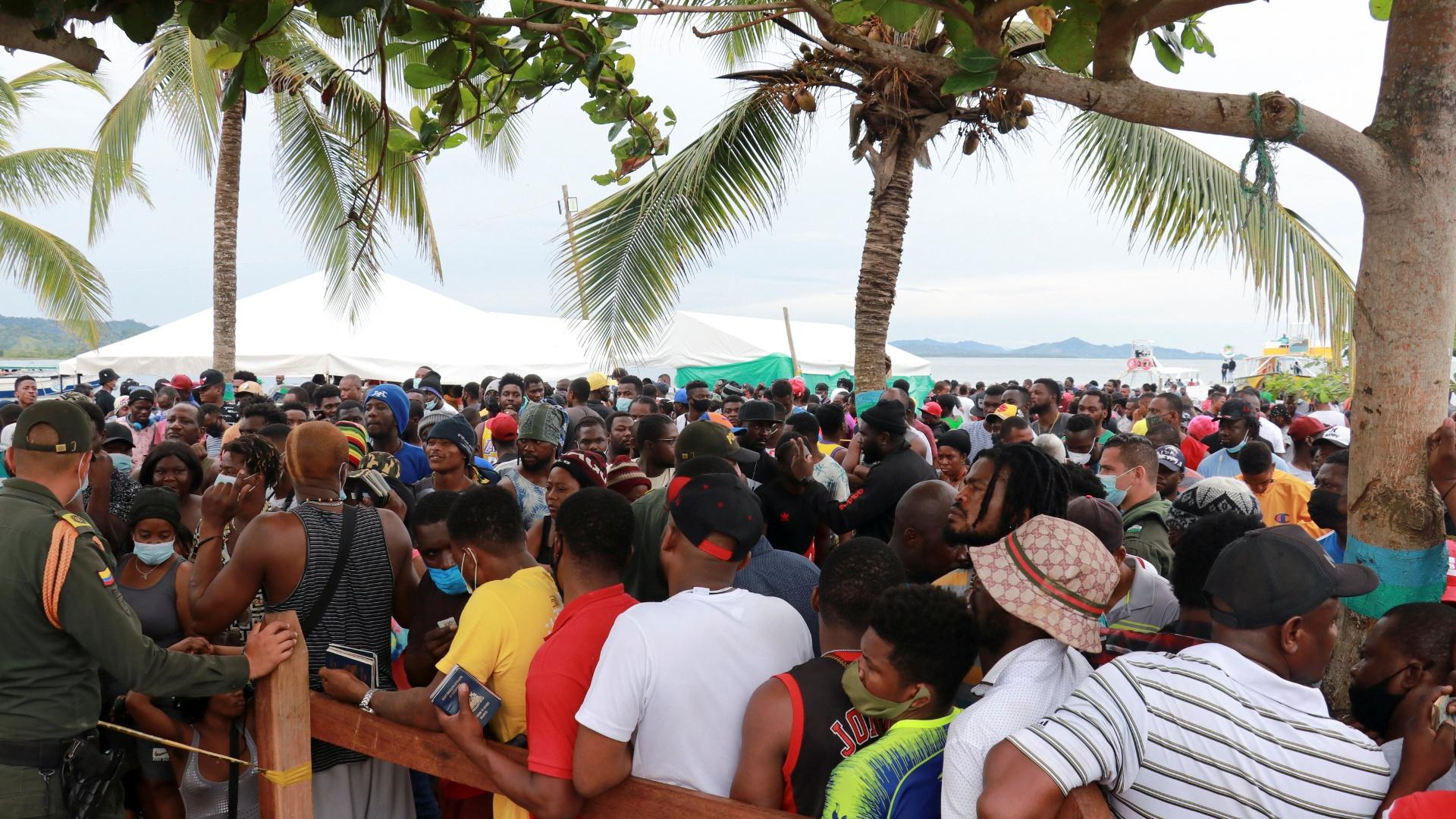 14 000 мигрантов, направляющихся в США, застряли в Колумбии