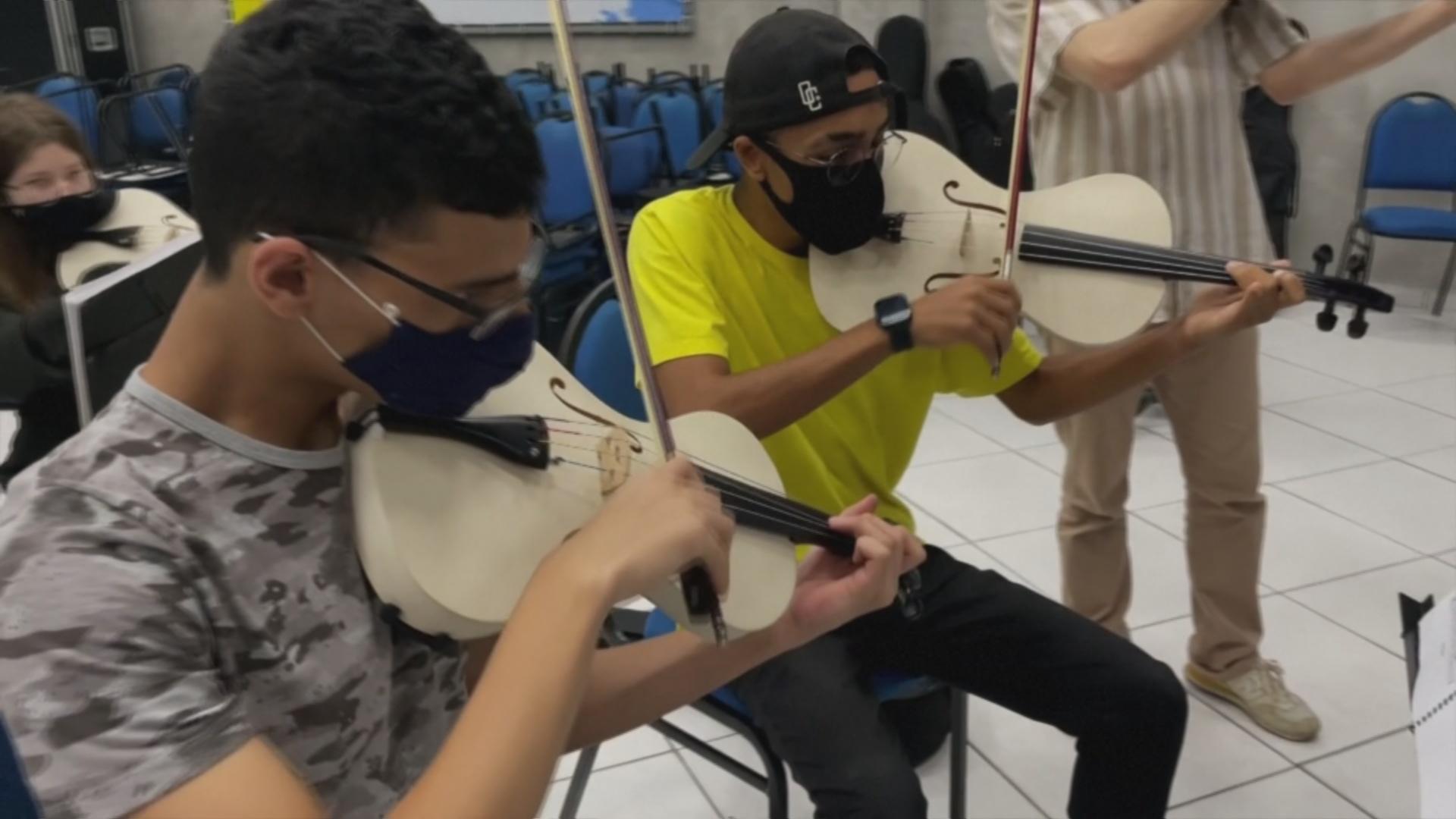 Скрипка для бедных: как из ПВХ делают инструменты