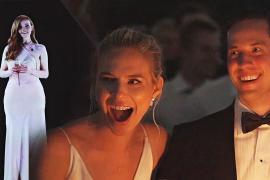 Как невесту поздравляла голограмма