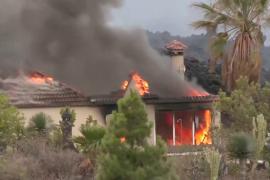 Лава из вулкана Тенегия уничтожила около 100 домов