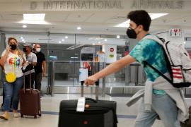 США ослабят антиковидные меры для вакцинированных иностранных туристов