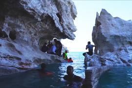 Обнажившиеся подводные пещеры в Ираке привлекают туристов