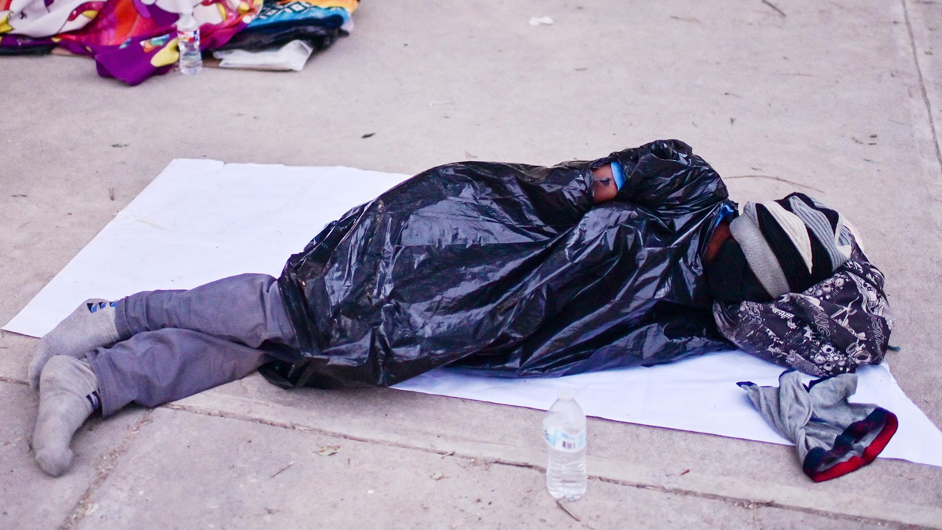 Гаитянских мигрантов в США либо депортируют, либо отпускают