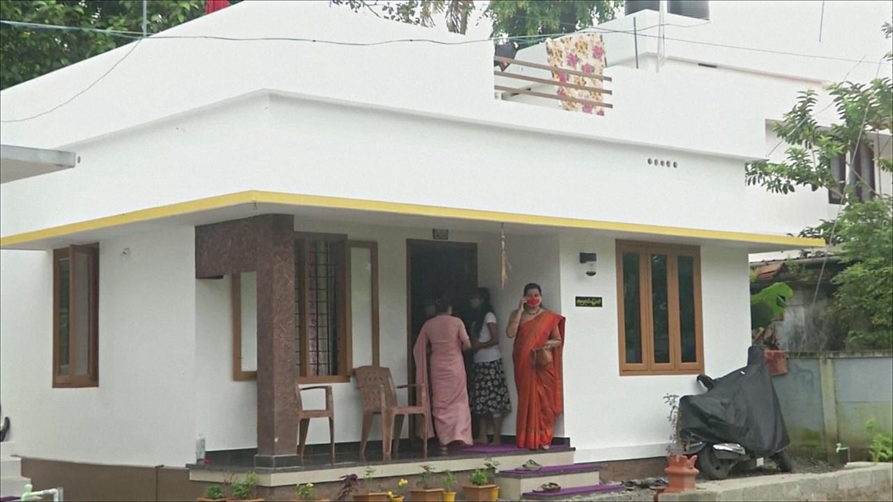 Индийские учителя построили 150 домов для бездомных школьников