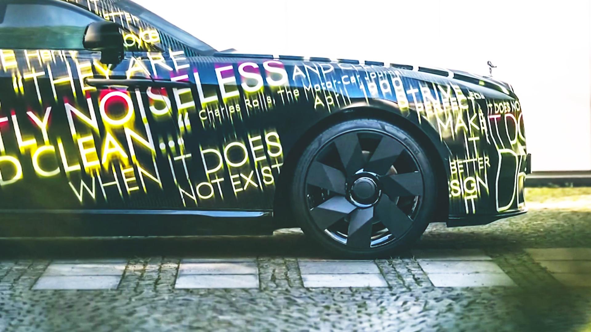 Rolls-Royce подразнил фотографиями своего первого электрокара