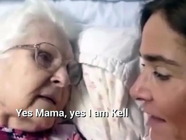 4 1 - Видео общения 87-летней женщины с дочерью стало вирусным