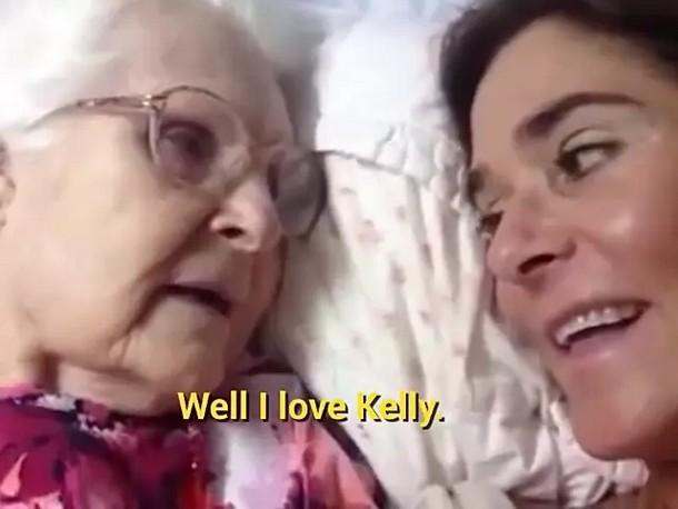 5 1 - Видео общения 87-летней женщины с дочерью стало вирусным