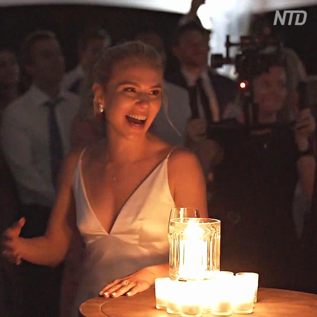 Как голограмма поздравляла невесту на свадьбе