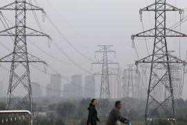 Бизнес не выживет: жители севера Китая жалуются на отключения света