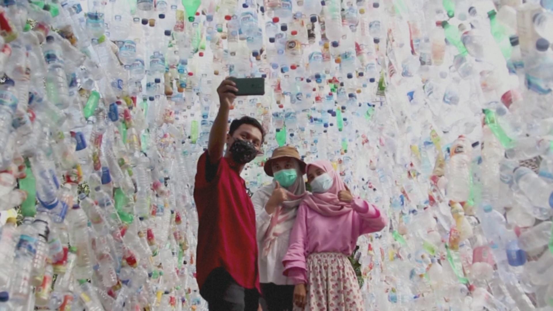Музей пластиковых отходов создали в Индонезии