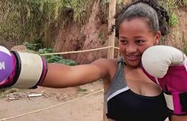 Девочка-боксёр из трущоб мечтает о ринге и славе