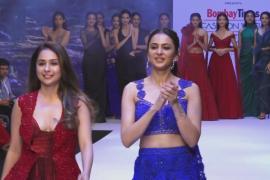 Изысканные свадебные наряды показали на Неделе моды в Мумбаи