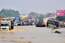 Наводнения и оползни в Непале: 77 погибших