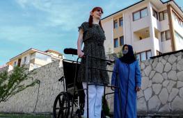 Самая высокая женщина в мире дважды стала рекордсменкой Книги Гиннесса