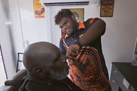 Австралийский абориген идёт к своей мечте, учась на парикмахера