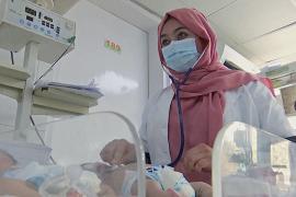 По 24 ребёнка на одну медсестру: больницам Афганистана не хватает персонала