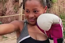 Испуг и шоколадка вдохновили девочку на бокс