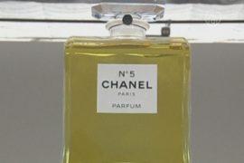 Выставка в честь «Шанель №5» открылась в Париже