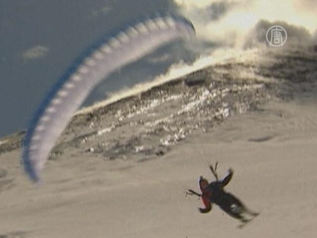 Два смельчака спустились с извергающейся Этны