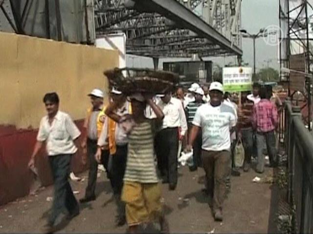 Добровольцы приучают индийцев к чистоплотности