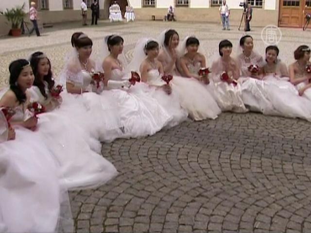Китайцы устроили свадебную сказку в замке Баварии