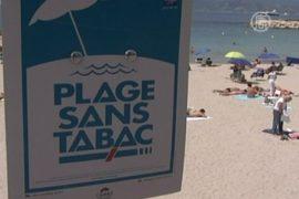 На пляже в Каннах запретили курить