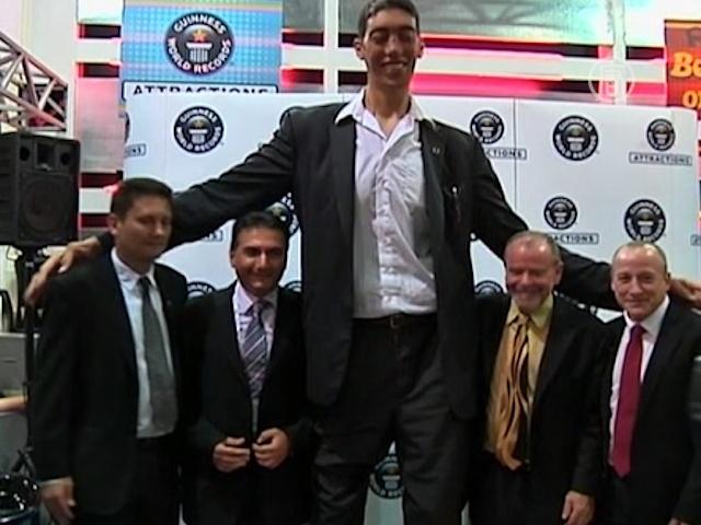 Самый высокий человек в мире перестал расти