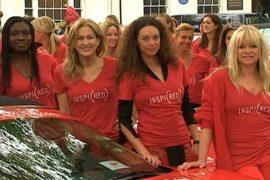 70 женщин в красном едут по Европе